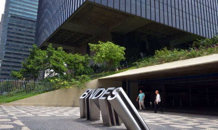 BNDES contrata R$ 3,3 bilhões em créditos para empresas>