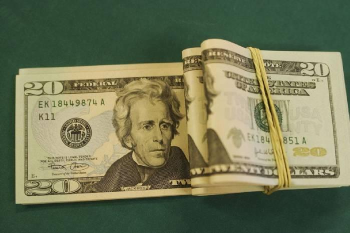 Dólar cai a R$ 4,05 e fecha no menor valor em mais de 50 dias