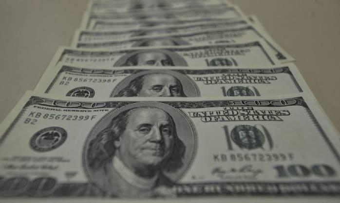 Dólar fecha acima de R$ 5,90 pela primeira vez na história
