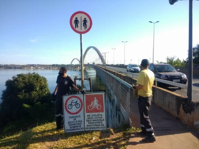 Nova sinalização permite ciclistas trafegarem pela Ponte JK pedalando