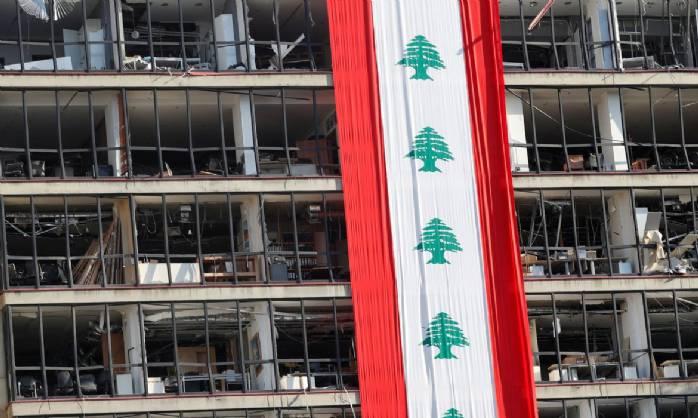 Socorristas vasculham destroços em Beirute após sinais de vida