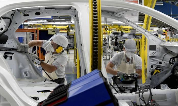 Volkswagen e Mercedes-Benz paralisam fábricas no Brasil