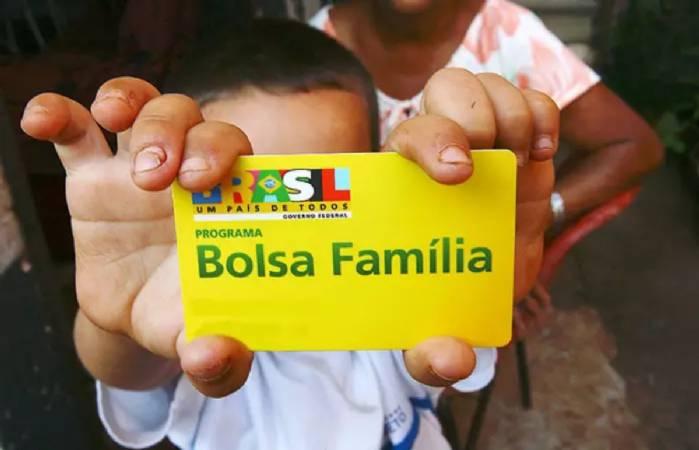 Governo federal garante 13º aos beneficiários do Bolsa Família>