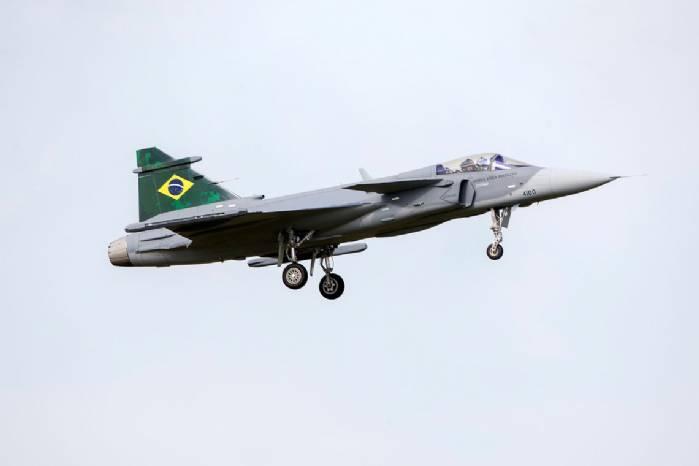 Brasil recebe primeiro dos 36 caças Gripen comprados para a FAB