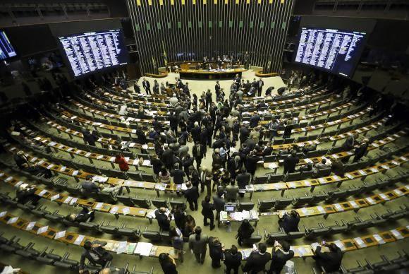 Congresso derruba veto que tornava autofinanciamento de campanhas ilimitado>