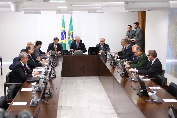 Temer autoriza envio de 800 policiais para reforçar segurança no Rio>