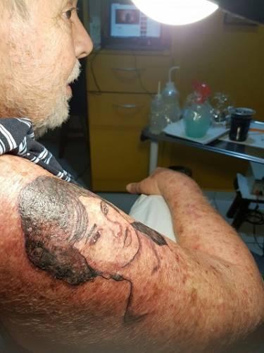 Nunca é tarde para amar... ou para tatuar