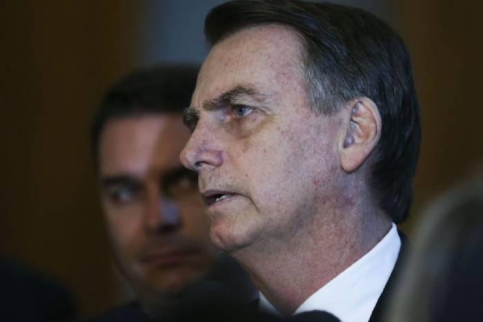Bolsonaro estuda aumentar validade da CNH de 5 para 10 anos>