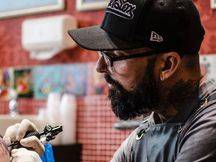 Campanha usa tatuagem para reconstruir mamilos e devolver autoestima a mulheres