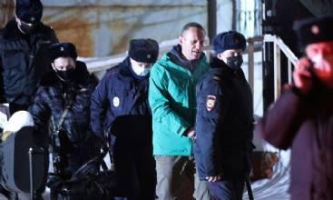 Alexei Navalny começa a ser ouvido em tribunal e enfrenta prisão
