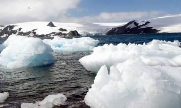 Antártica: degelo provoca separação de iceberg