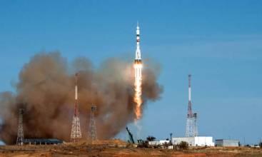 Astronautas russos e norte-americana partem para Estação Espacial