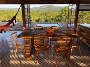 Casa paradisíaca que gera sua própria energia ganha prêmio em revista