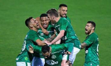 Chapecoense presenteia Chapecó com briga pela liderança da Série B