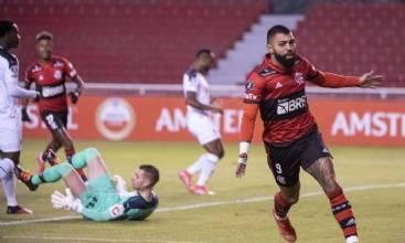 Com dois gols de Gabriel, Flamengo vence LDU em Quito