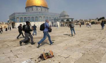 Confronto em Jerusalém deixa mais de 300 feridos em mesquita
