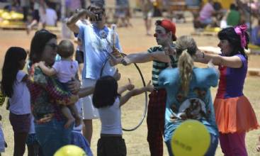 Dia das Crianças: geração conectada ainda gosta de brincar de bonecos