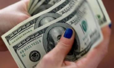 Dólar fecha em leve queda com recuperação no exterior