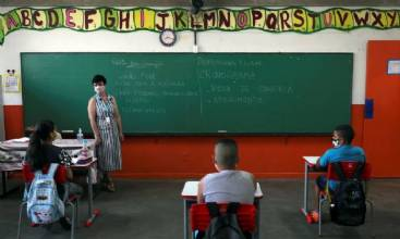 Especialistas discutem perspectivas para retomada de aulas presenciais