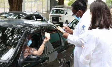 Idosos acima de 90 anos começam a ser vacinados em São Paulo