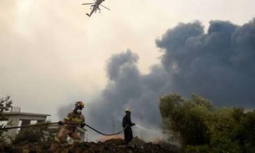 Milhares fogem na Grécia por causa de incêndios florestais