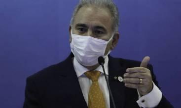 Ministro da Saúde afirma que continua no cargo