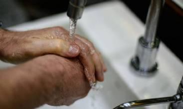 Pandemia reafirma importância de um ato simples: lavar as mãos