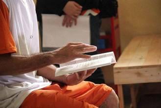 Regulamentada a remição de pena por estudo e leitura na prisão