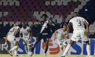 Vasco bate Botafogo em clássico e deixa a zona de rebaixamento