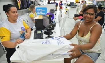 Volume de serviços cai 6,9% em março, maior recuo desde 2011