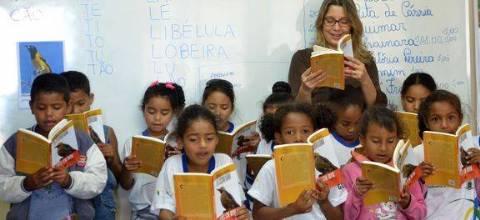 Crianças terão acesso mais cedo a conteúdos de português e matemática