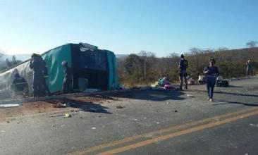 Acidente de ônibus mata dez pessoas no norte de Minas Gerais