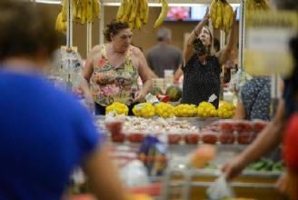 Inflação para famílias com renda até 2,5 salários mínimos é de 4,24% em 12 meses