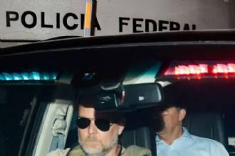 Cabral decide ficar em silêncio durante audiência com juiz