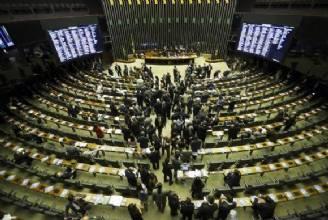 Congresso derruba veto que tornava autofinanciamento de campanhas ilimitado