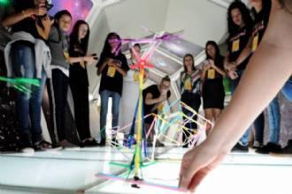Meninas e ciência: organizações suecas e GDF estimulam aprendizado