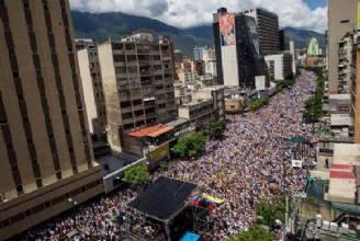 Parlamento venezuelano declara Maduro culpado pela crise no país