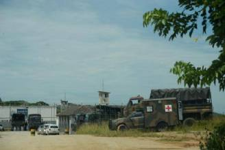 Revista em presídio do RJ com apoio do Exército encontra 48 celulares e drogas